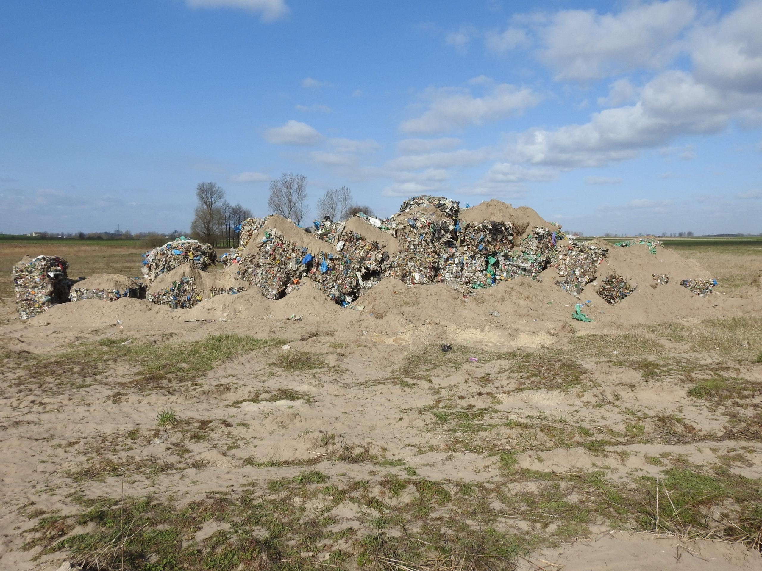 Ujawnienie porzuconych odpadów w miejscowości Berlinek