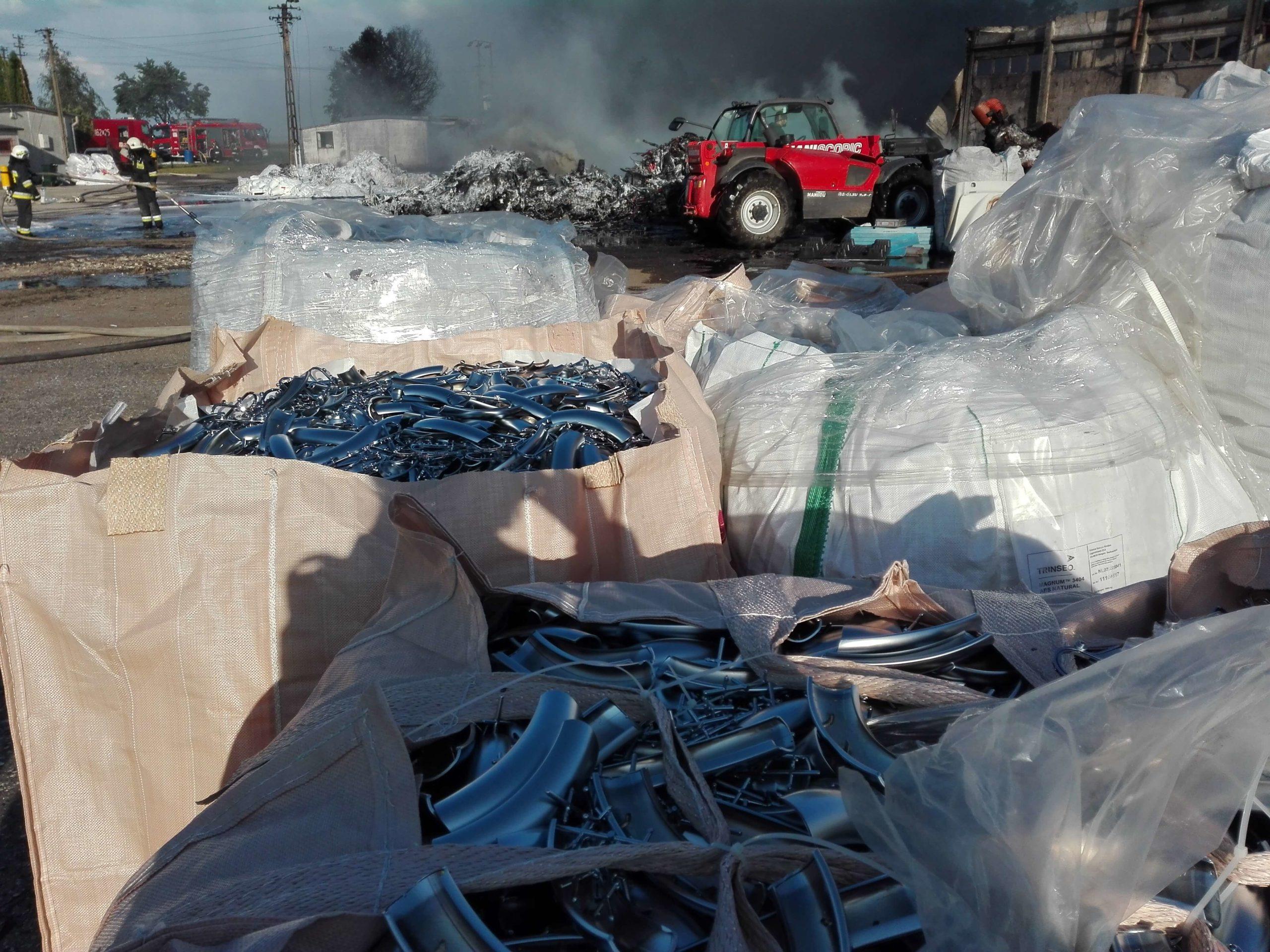 Pożar tworzyw sztucznych pod Złotnikami Kujawskimi