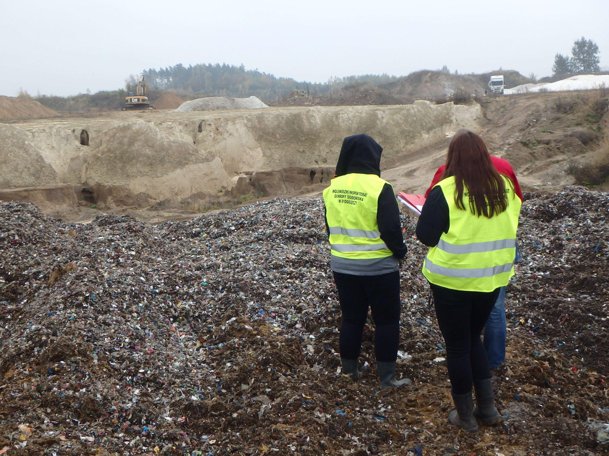 Nielegalne przetwarzanie odpadów na terenie żwirowni