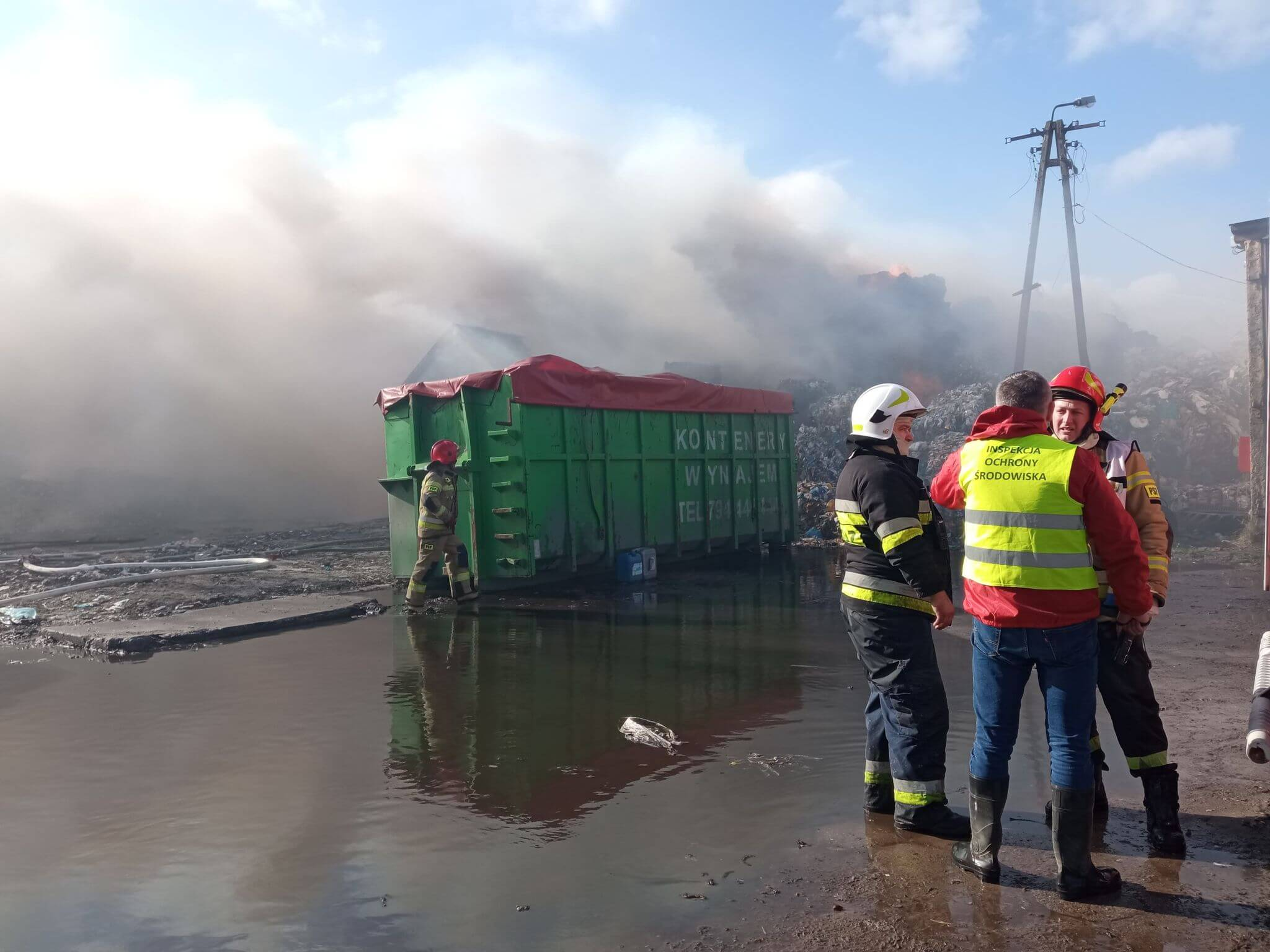 Pożar składowiska odpadów w m. Łowiczek